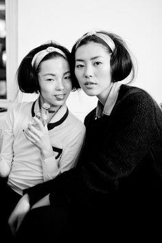 Xiao Wen Ju + Liu Wen Backstage At Oscar De La Renta Fall 2012