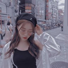 Discover recipes, home ideas, style inspiration and other ideas to try. Korean Girl Short Hair, Korean Girl Cute, Korean Girl Ulzzang, Ulzzang Girl Fashion, Korean Girl Photo, Korean Beauty Girls, Pretty Korean Girls, Asian Girl, Ullzang Girls