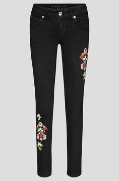 Fashion Brand, Fashion Design, Young Fashion, Personal Style, Black Jeans, Skinny Jeans, Denim, Flower, Pants
