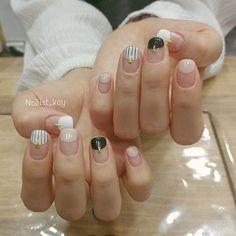 . .둥근프렌치 디자인. .French nail design. . .하나뿐인 디자인 당산역 11번출구앞 BosukNail#보석손톱