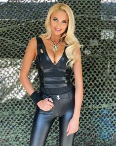 Sexy Outfits, Lederhosen Outfit, Monster Energy Girls, Leather Pants Outfit, Promo Girls, Sexy Latex, Doja Cat, Bustier, Leather Fashion