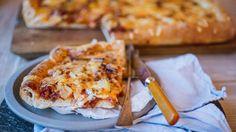Pizza i langpanne med kjøttdeig og løk Ham Cheese Rolls, Ham And Cheese, Quiches, Gluten Free Pizza, Tacos, Dairy, Pasta, Favorite Recipes, Baking