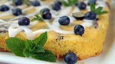 Saftig og enkel langpannekake med sitron og blåbær