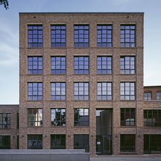 Neuer Pferdemarkt 23 Störmer Murphy and Partners Brick Building, Building Design, Building A House, Brick Detail, Building Elevation, Hotel Architecture, Modern Mansion, City Living, Window Design