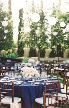 Round tables plus the navy & blush wedding palette really pop in this outdoor setting.