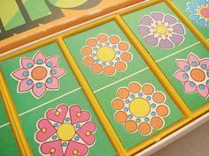 70er Jahre DDR-Domino-Spiel in Originalverpackung!    ::::: Auf den gelben Dominosteinen sind viele bunte Prilblumen-Motive abgebildet, di