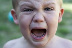 Any head banging behaviors, whether brief periods (a few seconds) or extended periods (longer than seconds in duration), are not considered part of typical toddler behavior Toddler Behavior Problems, Behavior Chart Toddler, Parenting Styles, Parenting Hacks, Toddler Bangs, Kids Lying, Social Emotional Development, Raising Kids, Kids Learning
