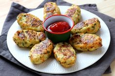 Delicious and healthy, you and your kids will love these Parmesan cauliflower tater tots! Cauliflower Tater Tots, Parmesan Cauliflower, Cauliflower Recipes, Veggie Recipes, Low Carb Recipes, Vegetarian Recipes, Cooking Recipes, Healthy Recipes, Food Inspiration