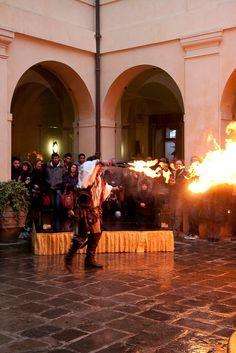 Fuoco e fiamme al Castello Bevilacqua