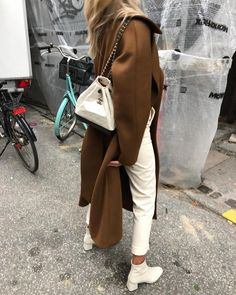 My kind of style. Daily Fashion, Love Fashion, Girl Fashion, Fashion Outfits, Fashion Vintage, Beige Outfit, Street Style, Look Chic, Passion For Fashion