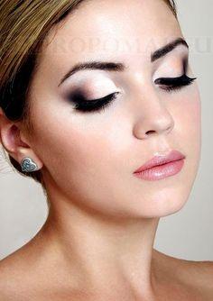 Un maquillage de mariage très réussi : une mise en valeur chic et raffinée de la mariée ! #wedding #weddingmakeup #makeup