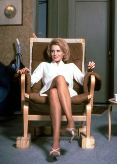 Angie Dickinson / Dressed to Kill directed by Brian De Palma, 1980 Katharine Ross, Laura Palmer, Bridget Bardot, Angie Dickinson, Ann Margret, Raquel Welch, New Star, Sexy Older Women, Blonde Women