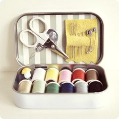 Mini Sewing Kit - and 15 other Altoid tin crafts!!