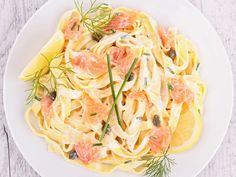 tagliatelle fraîche, saumon frais, crème fraîche, beurre, poivre, Sel, muscade, parmesan râpé