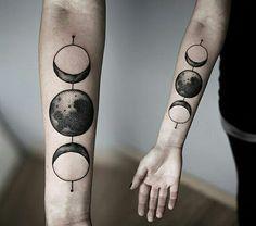 Tatuagem das fases da lua, p&b.