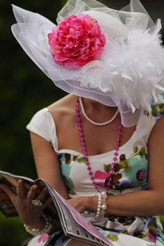Kentucky Derby Fashion, Kentucky Derby Hats, Chapeaux Pour Kentucky Derby, Run For The Roses, Derby Day, Derby Time, Fru Fru, Fancy Hats, Big Hats