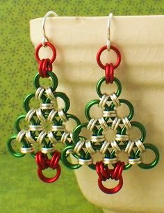 Chainmaille Tutorial - Christmas Tree Earrings - Simple Enough for a Beginner - Fun for Everyone. Jewellery Making For Beginners Kit Christmas Tree Earrings, Beaded Christmas Ornaments, Xmas Tree, Crochet Metal, Jump Ring Jewelry, Earring Tree, Simple Earrings, Dangle Earrings, Christmas Jewelry