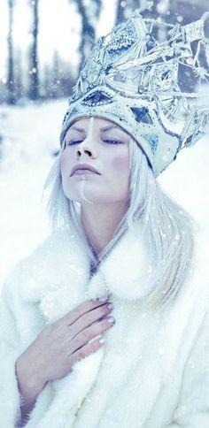 ❄ A MidWinter's Night's Dream ❄... Snow Queen | via Kennedy | Cynthia Reccord ...