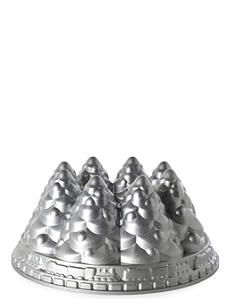 Wow your guests this Christmas with this NORDICWARE Christmas Tree bundt pan