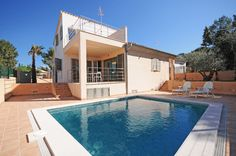 There are three new villas to choose in the quiet and lovely residence area of Paraiso de Bonaire, close to the historic old town of Alcudia.