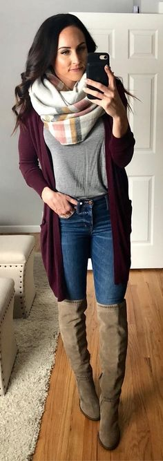 From oversized silhouettes to sexy red sweater outfits, winter is definitely sweater weather season. Preppy Fall Outfits, Stylish Winter Outfits, Layering Outfits, Winter Outfits Women, Fashionable Outfits, Casual Winter, Outfit Winter, Sweater Fashion, Sweater Outfits