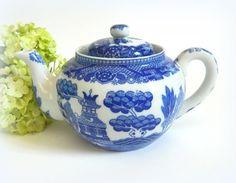 Small Vintage Blue Willow Teapot
