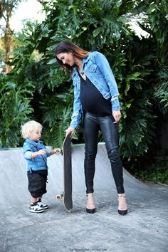 Leather and denim still works whilst pregnant! #stylishpregnancy #maternitystyle