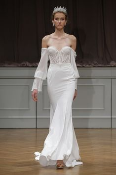 A model walks the runway at the Alon Livne White 2017 Bridal Collection at the Bohemian Benevolent and Literary Association on October 2016 in New York City. Corset Wedding Gowns, Fall Wedding Dresses, Designer Wedding Dresses, Bridal Dresses, Most Beautiful Dresses, Unique Dresses, 2017 Bridal, 2017 Wedding, Bridal Fashion Week