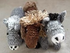 FIRST: Knitted donkey and knitted horse - Halleluja! Tunisian Crochet, Knit Crochet, Free Knitting, Baby Knitting, Knitting Ideas, Crochet Feather, Animal Knitting Patterns, Christmas Angel Ornaments, Bear Doll