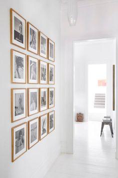 Фотоколлаж на белой стене