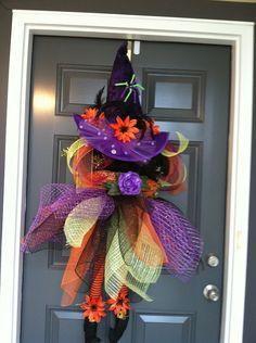 Halloween Deco Poly Mesh Wreaths - like this one too. Casa Halloween, Halloween Witch Wreath, Holidays Halloween, Halloween Crafts, Halloween Decorations, Halloween Clothes, Costume Halloween, Halloween Ideas, Happy Halloween