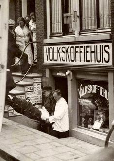 Moord in het Volkskoffiehuis aan de Kerkstraat in 1935 https://www.delpher.nl/nl/kranten/view?query=volkskoffiehuis+%22jan+dekker%22&page=1&coll=ddd&identifier=ddd%3A010226334%3Ampeg21%3Aa0274&resultsidentifier=ddd%3A010226334%3Ampeg21%3Aa0274