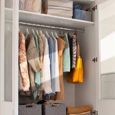 Cómo crear un armario cápsula con solo 33 prendas Wardrobe Storage, Bedroom Wardrobe, Wardrobe Closet, Closet Storage, Closet Organization, Organizing, Shoe Storage Unit, Smart Closet, Reach In Closet
