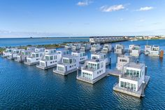 Floating Architecture, Water Architecture, Houseboat Living, Water House, Floating House, Hotels, Usa Tumblr, Boat Building, Resorts