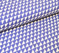 Wunderschöner fester Baumwollstoff von Ellen Baker für KOKKA mit weißen Ecken auf mittelblauem Hintergrund...  Die Ecken sind 1x1cm groß  Toll für Decken, Kissen, Taschen uvm...