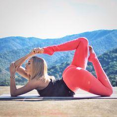 @KristenPro is featured in the Riptide Seamless Tank & Goddess 2 Leggings. #aloyoga #beagoddess http://www.aloyoga.com/collection/goddess-leggings/w5405r-goddess-ribbed-legging-2