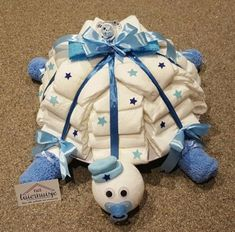 Schildpad luiertaart baby shower baby shower ideas baby shower trends luiertaart schildpad elephant diaper cake grey and white twinkle twinkle little star diapercake Baby Shower Crafts, Baby Shower Fun, Baby Shower Parties, Shower Gifts, Turtle Diaper Cakes, Nappy Cakes, Unique Diaper Cakes, Bricolage Baby Shower, Hand Home
