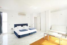QUIOS APARTMENT | Si lo que buscas es un espacio amplio y versátil este apartamento dúplex de 120m2. Con terraza con espectaculares vistas a Dalt Vila. #ibiza #luxury #ibizaluxury #apartments