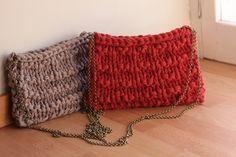 Bolso de trapillo de hombro en color rojo y topo