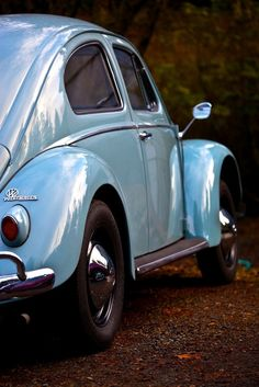 L331 Horizon Blue January 1957 Canadian Deluxe Oval Beetle - VW Beetle