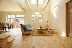 光あふれる吹抜けと庭のある家 リビングダイニング|重量木骨の家 選ばれた工務店と建てる木造注文住宅