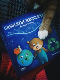 Recomandare de carte: Ursulețul reciclează – Corina Eco Christmas Ornaments, Holiday Decor, Blog, Christmas Jewelry, Blogging, Christmas Decorations, Christmas Decor