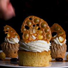 This delicious caramel delight will leave your sweet tooth happier than ever! and Drink deserts dessert recipes Caramel Delight Decoration Patisserie, Food Decoration, Cake Decorating Videos, Cake Decorating Techniques, Tasty Videos, Food Videos, Recipe Videos, Baking Recipes, Dessert Recipes
