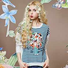 loose stripes print appliques sweatshirt for spring season