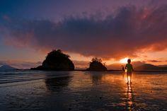 사이 좋게 서 있는 전남 고흥 형제섬의 아름다운 일몰