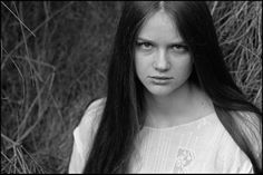 film pellicola portrait girl ragazza woman Nikon F prism nikkor 85 1,4 D Kodak Tri-X 400 rodinal analog walter valentini fedor gogol fotografo photographer pappappero