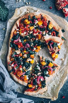 Vegetarian Recipes Vegetarian pizza with my favourite autumn toppings – pumpkin, kale, bell pepper … Vegetarian Pizza Recipe, Vegetarian Cooking, Vegan Recipes, Cooking Recipes, Pasta Recipes, Delicious Recipes, Autumn Recipes Vegetarian, Vegetarian Lifestyle, Cooking Rice
