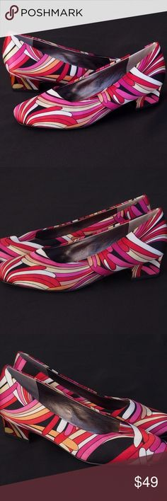 "Trotters Women's Size 6 Retro/New Wave Heels Trotters Women's Size 6 Retro / Vintage / New Wave Look, Fun & Colorful  What a fun pair of shoes! Old/new stock, may be vintage.   Heel height: 1 1/4""  Size 6M  Sample shoes with no wear, never worn.  Please review the pictures.  No original box or tags. Trotters Shoes Heels"
