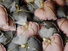 Μπομπονιέρα καρδιά μαξιλαράκι: ΚΩΔ Η007  http://www.simplyperfect.gr/mpomponieres-maksilarakia/