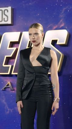 ScarlettJohansson wears TomFord to the Avengers premiere fashion style redcarpet Hollywood Celebrities, Hollywood Actresses, Actors & Actresses, Hollywood Fashion, Classic Hollywood, Hero Marvel, Black Widow Scarlett, The Avengers, Beautiful Celebrities
